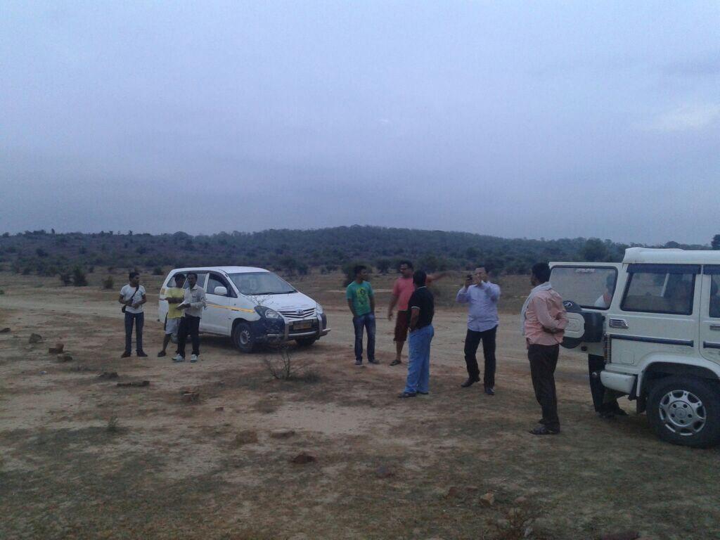 Rajgir Mai Plot Le On Highway Par
