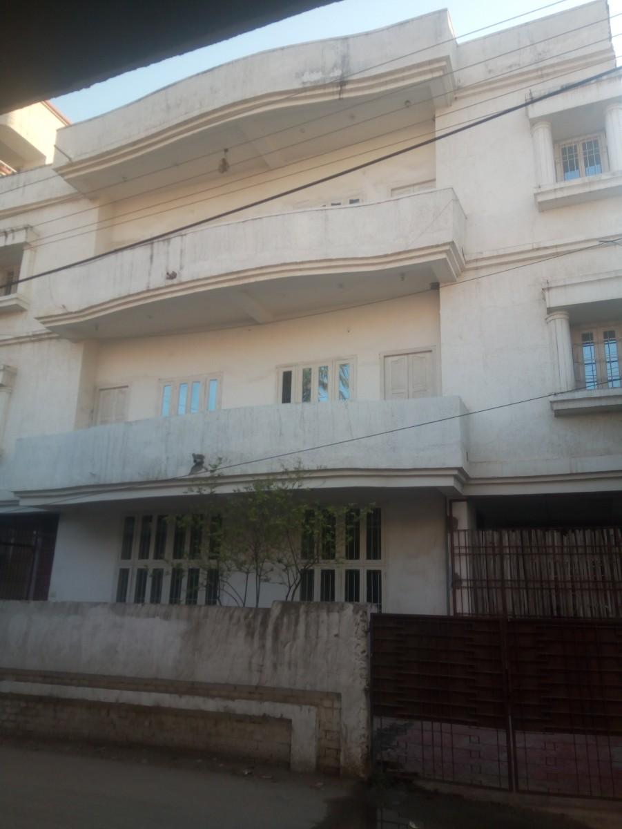 3000 Sqft Hall Accompanied With 4 Room